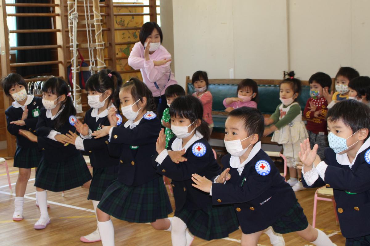 赤十字登録式(フォークダンス)