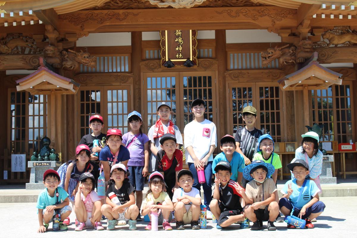 学童さん集合写真(蕪島神社にて)