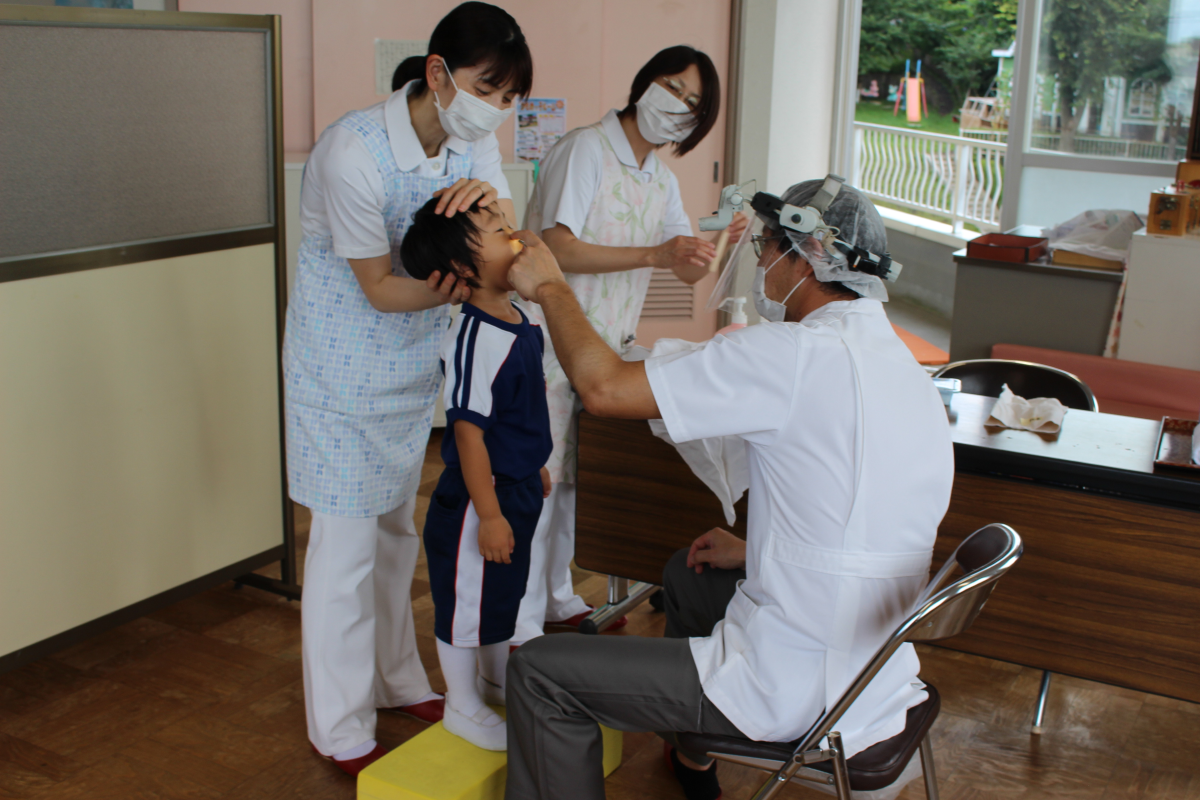耳鼻科検診の様子