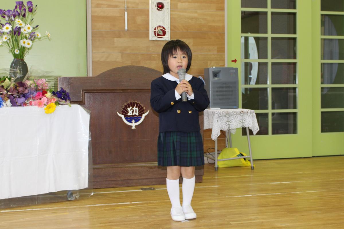 赤十字登録式「約束の唱和」代表の年長児